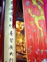 Buddha behind Dragon curtain, Chinese Photo: © David Blanco