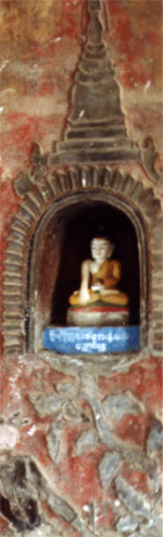 Small Buddha in niche. Photo © Lisa Daix