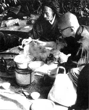 Jôkô Shibata cooking with Yokoyama Sodô Roshi