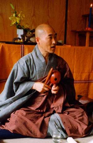 Life in a Korean Monastery, Jisu Sunim (2/5)