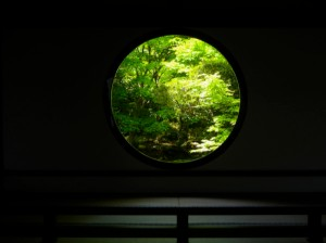 Genko-an's (源光庵) 'Window of Enlightenment' Photo: @KyotoDailyPhoto