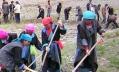 Working Tibetan women photo via Athur Braverman