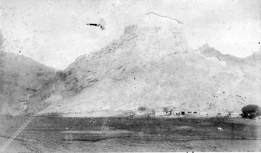 Photographs of the 1903 Francis Younghusband led mission to invade Tibet (2/6)
