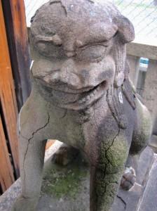 Gargoyle Lion Sumiyoshi-jinja.Photo © @KyotoDailyPhoto