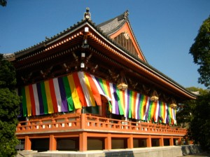 The 5 Buddhist Colours represent the 'Godai Nyorai' (五大如来 -5 Great Buddhas). Photo © @KyotoDailyPhoto