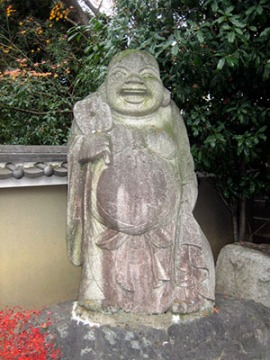 Daiho-on-ji's (大報恩寺) Hotei (布袋), 1 of the '7 Gods of Fortune' (七福神). Rubbing his belly brings wealth, good luck, & prosperity. Photo © @KyotoDailyPhoto