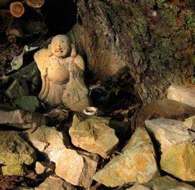 Hotei (布袋), the god of abundance & health, at Kuwata-jinja (桑田神社 the 'Mulberry Field Shrine'). Photo: © @KyotoDailyPhoto