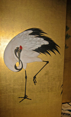 Red-crowned crane (丹頂鶴), displayed on a folding screen (障子) during the Gion Matsuri (祇園祭). Mating for life & with a fabled life-span of 1000 years, the crane (鶴 'Tsuru') symbolizes fortune, fidelity & longevity. #Kyoto Photo © @KyotoDailyPhoto