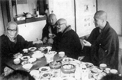 Katô Kôzan and Sawaki Kôdô having tea with some Dharma brothers. Photo: Arthur Braverman