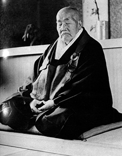Katô Kôzan at 95 doing zazen. Photo: Arthur Braverman