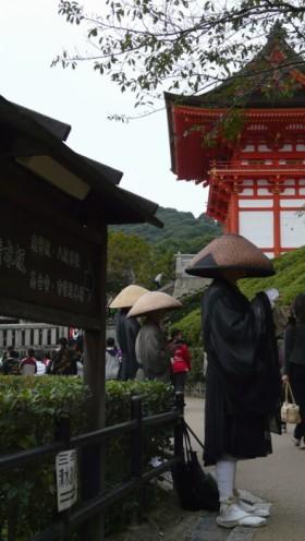 Monks beg at Kiyomizu-dera. Photo © @KyotoDailyPhoto