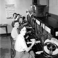 Telephone_operators,_1952 Wikimedia