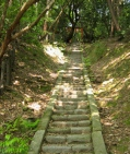 Hill of '100 steps', Shinryu-sha (神龍社). @KyotoDailyPhoto