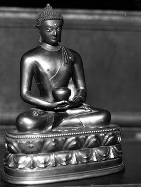 In the moment of mindfulness, there is no suffering, by Ajahn Sumedho
