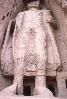 Smaller Bamyan Buddha from base, Afghanistan 1977 Photo: Phecda109 wikipedia.org