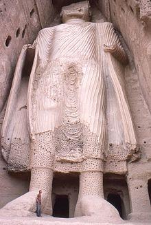 Smaller Bamyan Buddha from base, Afghanistan 1977 Photo: Phecda109 wikipedia.org