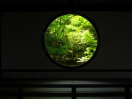 Genko-an's (源光庵) 'Window of Enlightenment' (悟りの窓 'Satori-no-Mado') © @KyotoDailyPhoto
