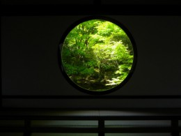 Genko-an's (源光庵) 'Window of Enlightenment' (悟りの窓 'Satori-no-Mado') © @KyotoDailyPhoto