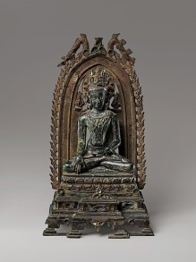 Crowned Buddha. India, Bihar, 10th–11th century. Bronze inlaid with silver, lapis lazuli, and rock crystal. © The Metropolitan Museum of Art